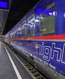 CNL train to Paris, photo courtesy Kazuyanagae