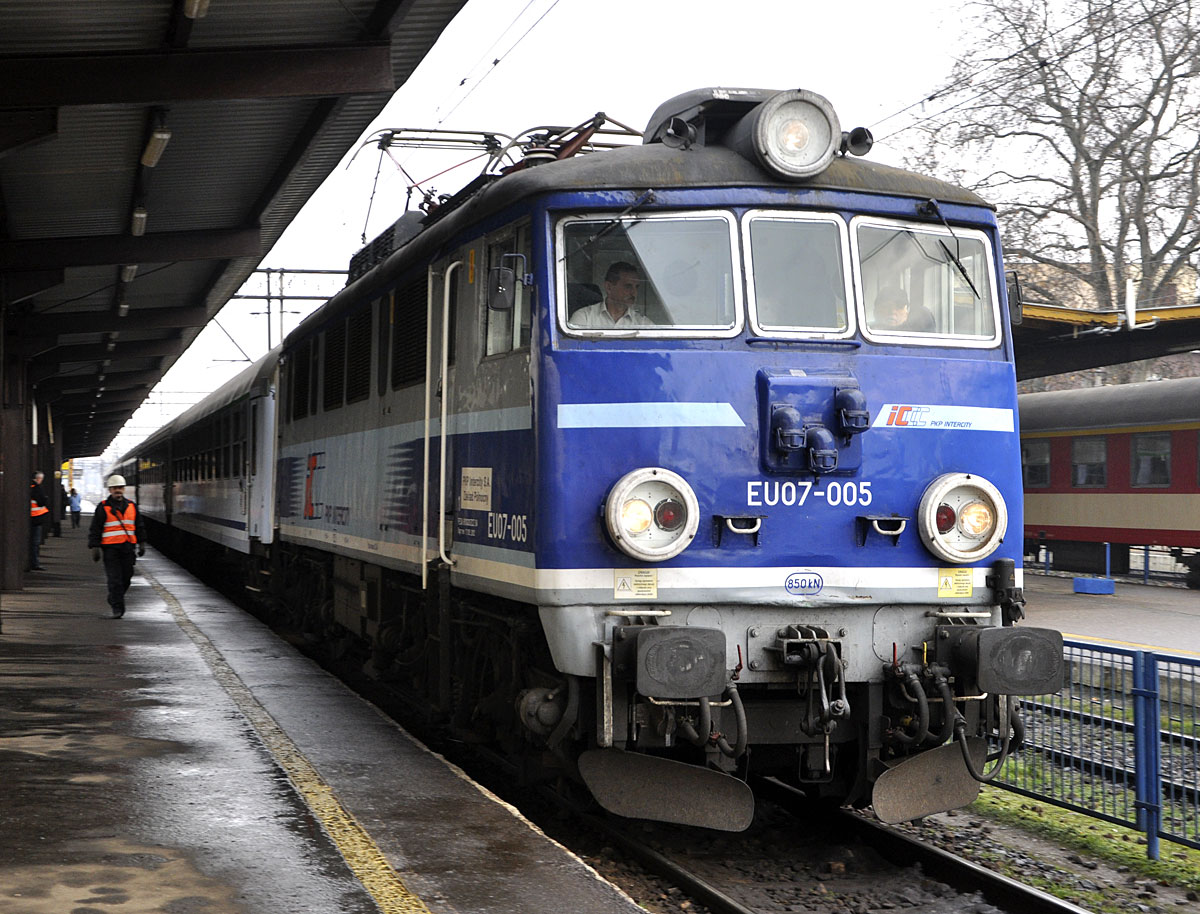 travel tips transportation trains poland rail passes